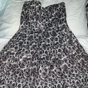 San souci floral dress in a size small